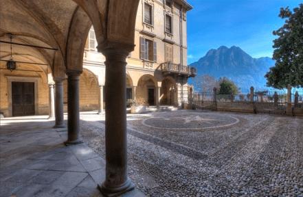 6 Palazzo Martinoni - colonnato con volte affrescate