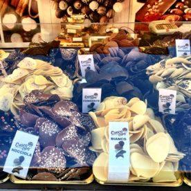 sfoglie di cioccolato sul Sentierone