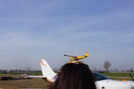 Guardare gli aerei ultraeggeri di Sportaction che decollano