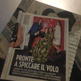 Cristina Parodi e le figlie in posa al GOmbit Hotel