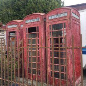 Cabine del telefono inglesi sul tragitto della tapasciata di Sotto il Monte
