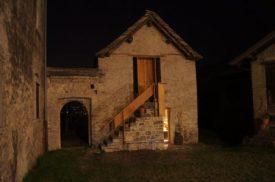 la falegnameria della Contrada Roncaglia di notte