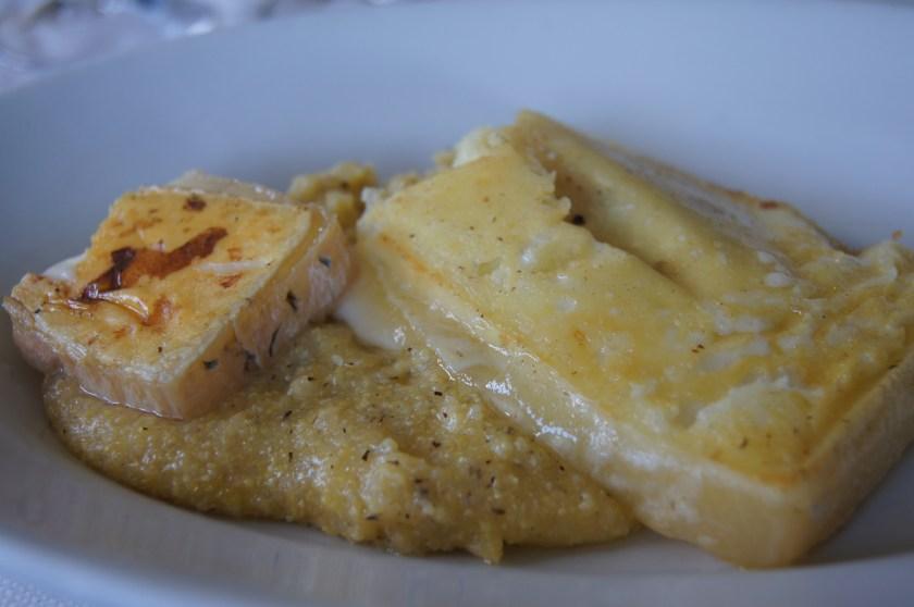 Polenta e formaggio alla piastra