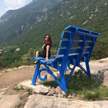 Raffi Garofalo sulla Panchina Gigante di Rogno