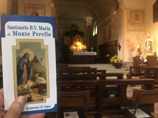 Interno della chiesa più recente del Santuario del Perello