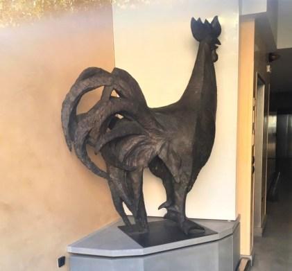 Il Gallo dello scultore Elia Ajolfi nell'androne di casa Nessi