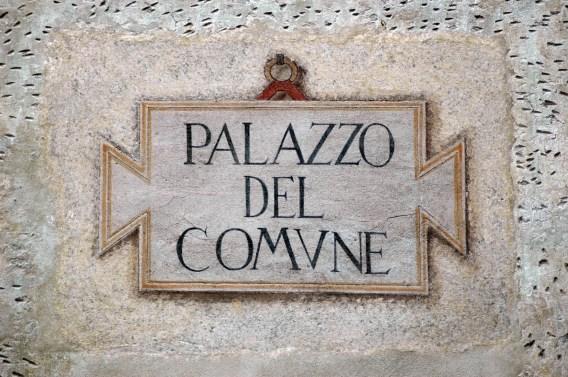 Insegna palazzo del Comune di Clusone