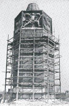 Disegno della costruzione della Torre dei Venti con i ponteggi
