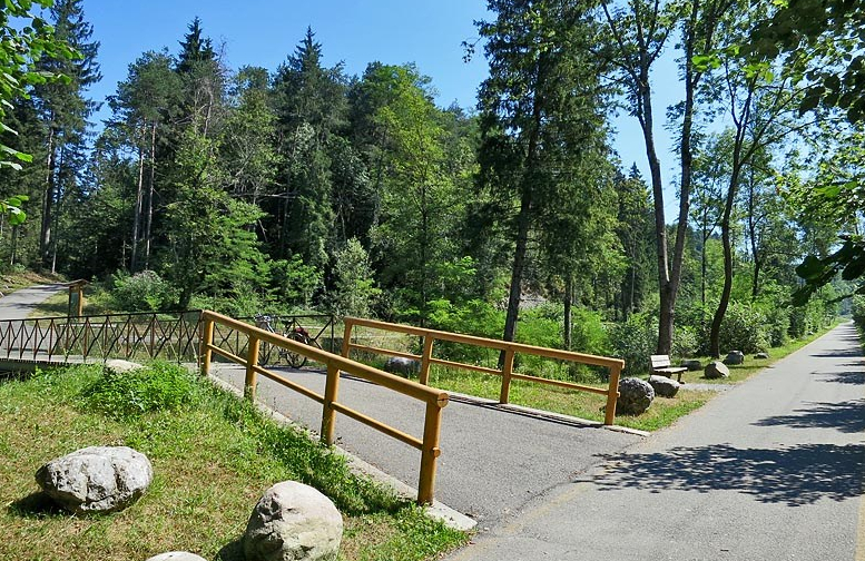 ciclovia della Valle Seriana bivio per ingresso in pineta