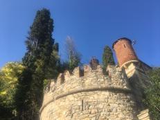 Torre con merli ghibellini