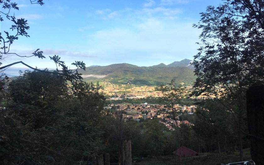 La vista dal sentiero che conduce alla Chiesetta degli Alpini di Scanzorosciate