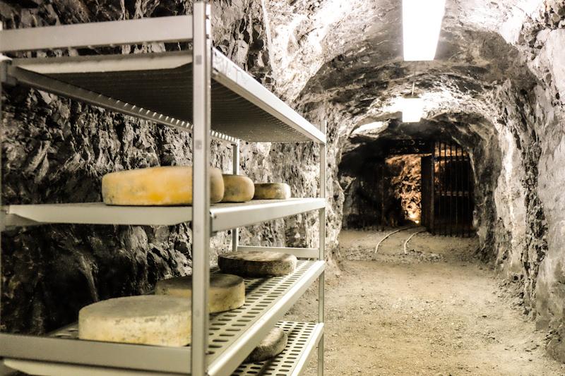 dossena-formaggio-miniera-lara-abrati.jpg