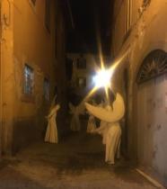 Gli angeli del Silence Teatre di Lovere nelle vie