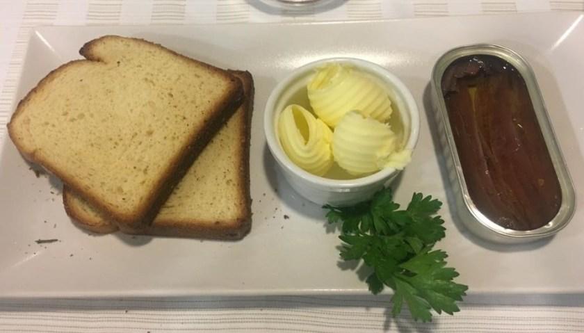 Acciughe del Cantabrico, crostini e burro