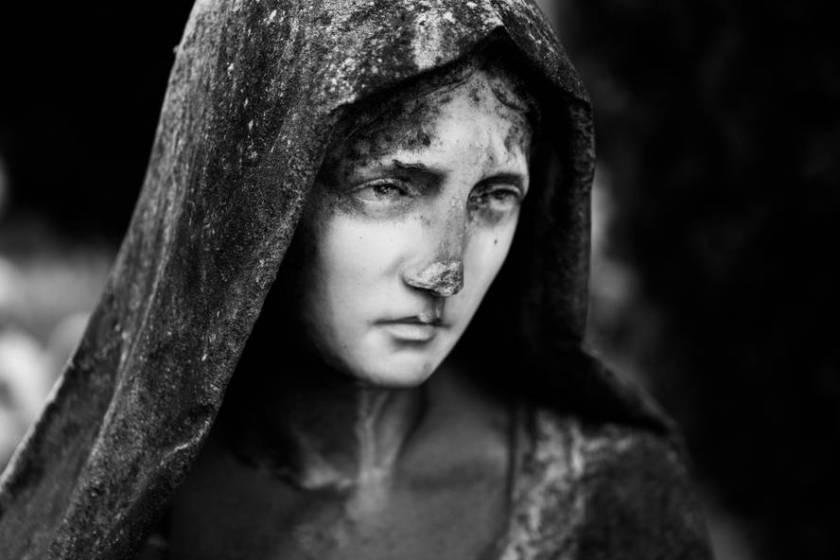Particolare scultura funeraria ripresa da Lisa Martignetti