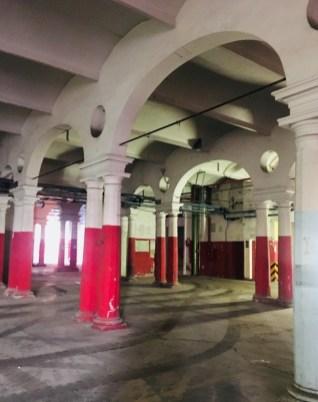 Primo Piano Spazio Fase colonne rosse