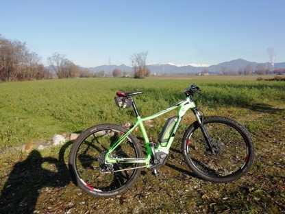 Bicicletta a pedalata assistita durante una pausa del blog tour