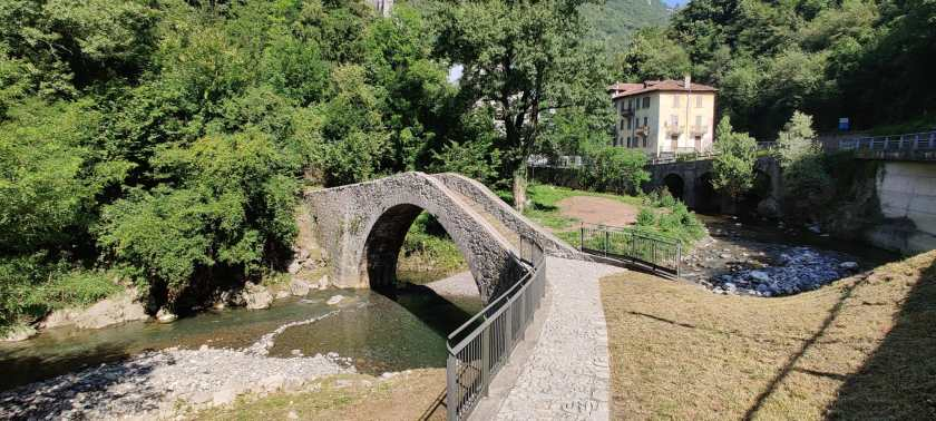 Il Ponte del Cappello verso l'Antica strada Taverna