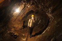 Raffi Garofalo dentro la Miniera di Schilpario durante la visita guidata