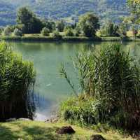 Trekking per tutti: il giro ad anello del lago d'Endine, in Val Cavallina tra natura e arte