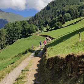 La strada verso la diga del Gleno alla partenza