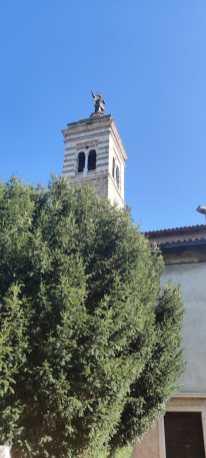 Santa Maria del Castello dal sentiero del Romanico