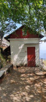 Rifugino Gesp sulla cima del Monte Zucco
