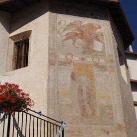Leone alato e San Cristoforo sulla facciata laterale della Parrocchiale di Valtorta