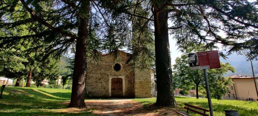 Facciata principale della chiesa di San Pietro in Vincoli (Spinone, BG)