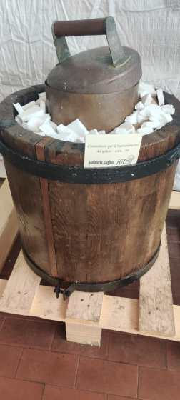 oggetto esposto alla mostra della gelateria leffese
