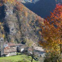 Autunno in Val Brembana: 5 passeggiate (e trekking per tutti) lungo le antiche strade bergamasche, tra natura e borghi storici