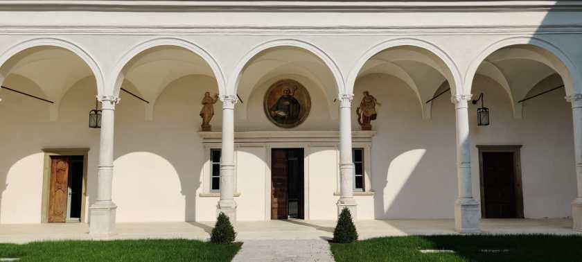 ingresso sala del Capitolo Abbazia San Paolo d'Argon