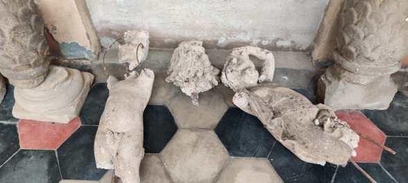 frammenti di statue decorative