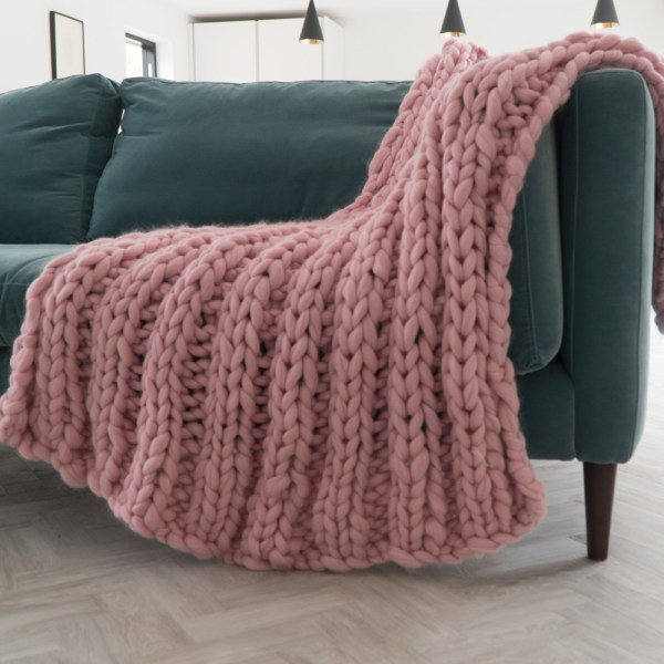 super chunky blanket ribbed in baby pink merino wool