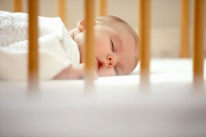 Cum sa iti convingi bebelusul sa doarma la pranz?
