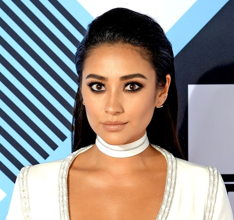 1445967186_shay-mitchell-zoom