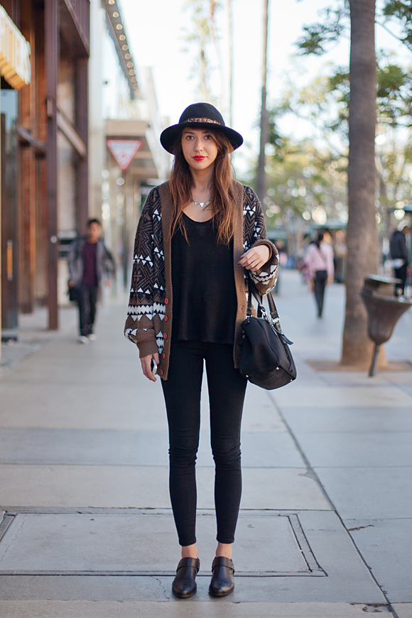 2.-boho-chic-outfit-with-hat