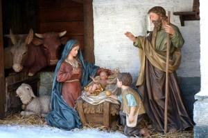 Obiceiurile de Crăciun sunt mai frumoase în inima satului românesc autentic