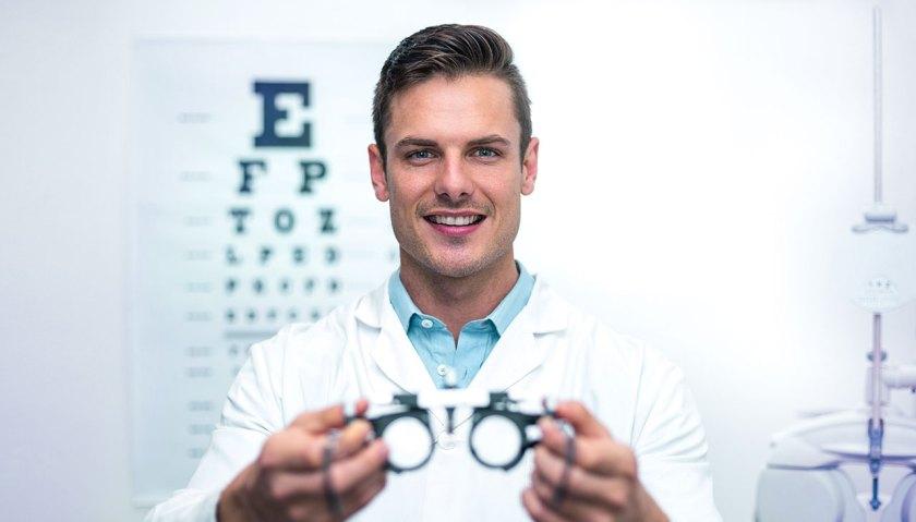 Cum alegem specialistul ocular? Care sunt diferentele dintre medicul oftalmolog, optometrist si optician?