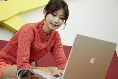 人気モデルがブログで紹介した商品や人気女優がCMしている商品を購入