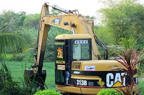 A lot of heavy machinery we see up here in Northeast Thailand is imported used from Japan. This model was produced from 1996, so it's not really that old.