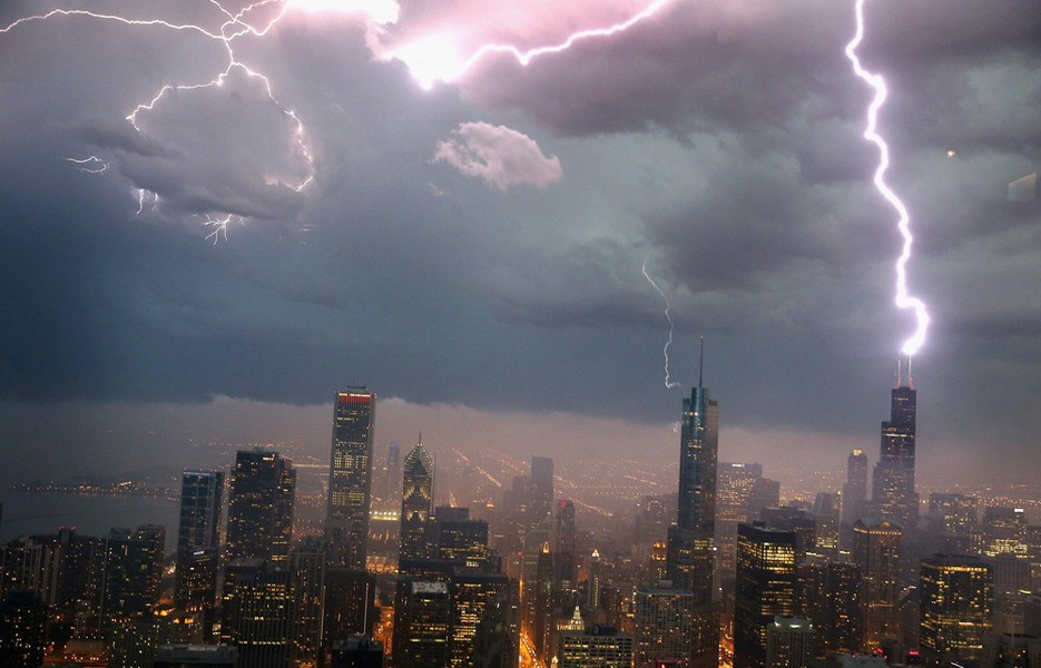 lightning-chicago-935-2