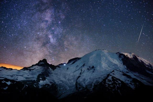 Mount Rainier and meteors