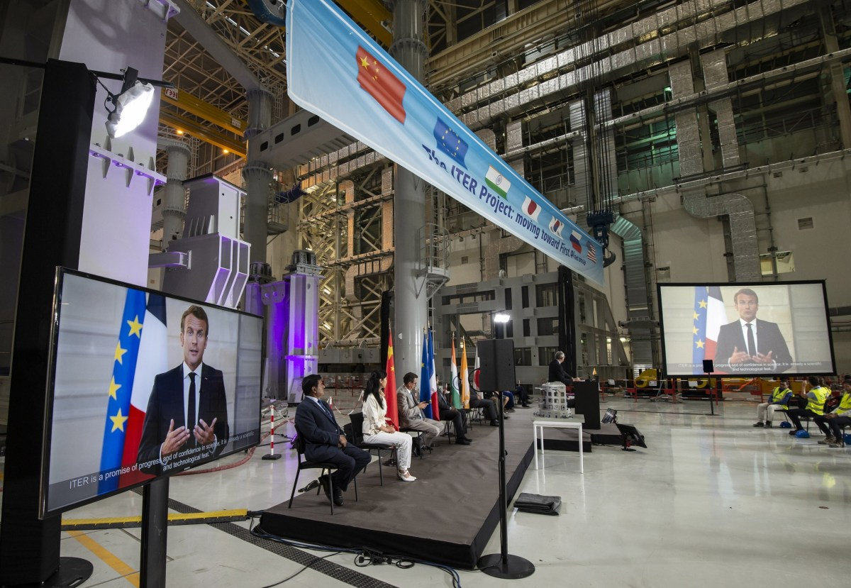 Macron addresses ITER dignitaries