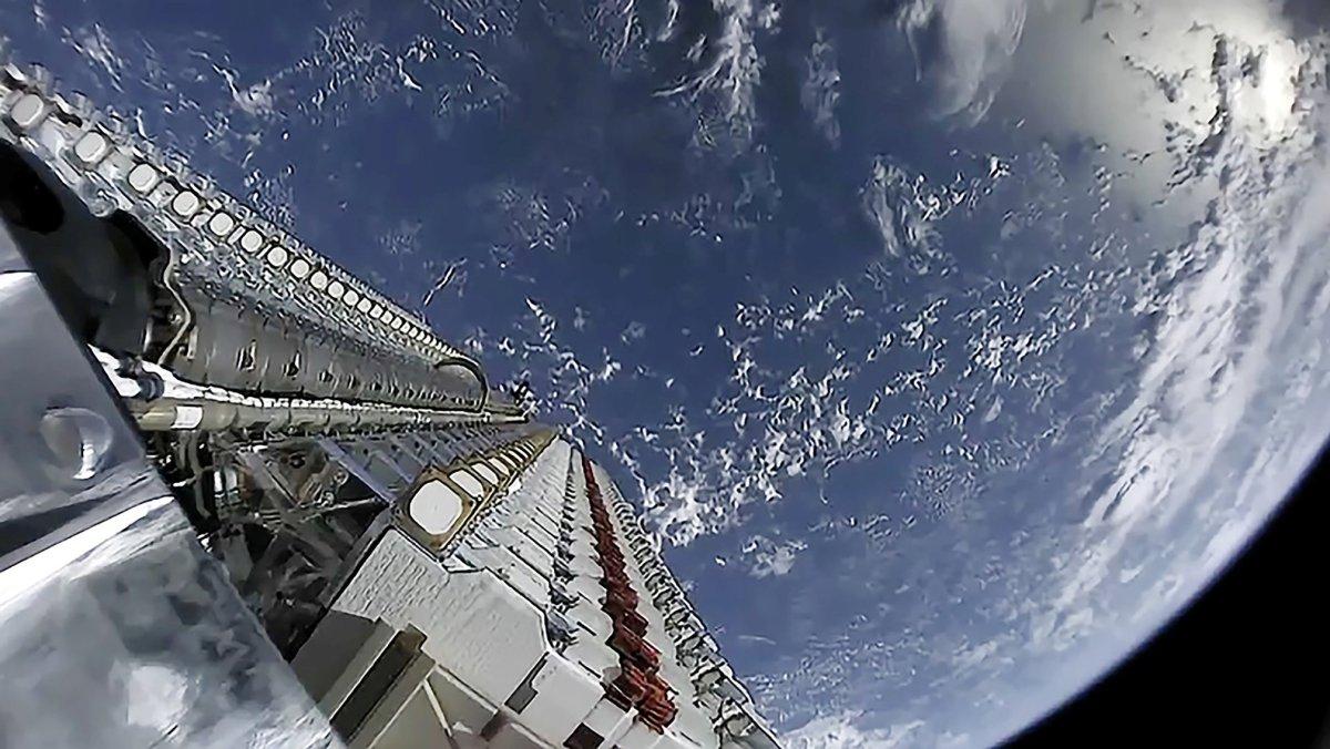 Starlink satellite depoloyment