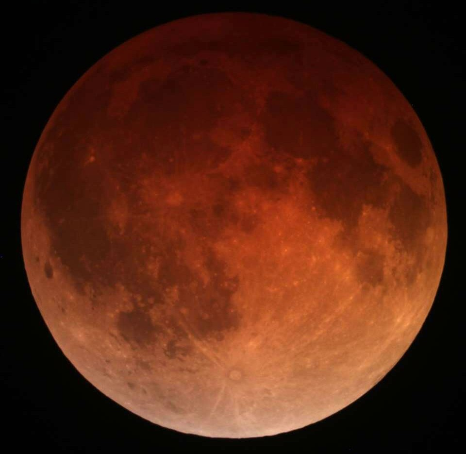 Lunar_eclipse_April_15_2014_California_Alfredo_Garcia_Jr1.jpg