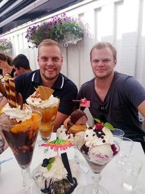 Alla glassar och glada grabbar.