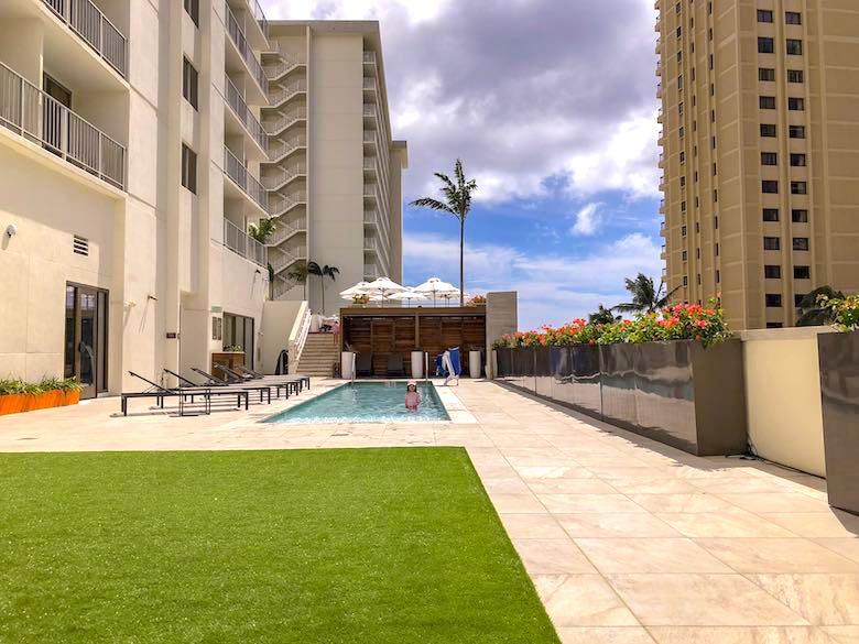 The kid's pool area at Alohilani Resort Waikiki Beach, a family-friendly luxury resort in Honolulu