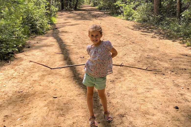 Kleine meid in Nationaal Park Hoge Kempen