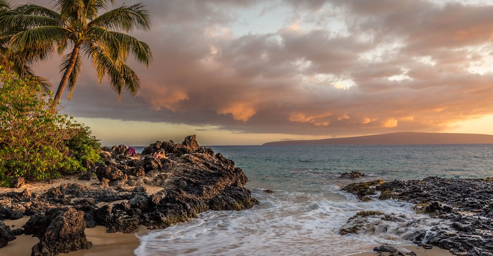 Beach sunset near Kihei, the best place in Maui to stay on a budget